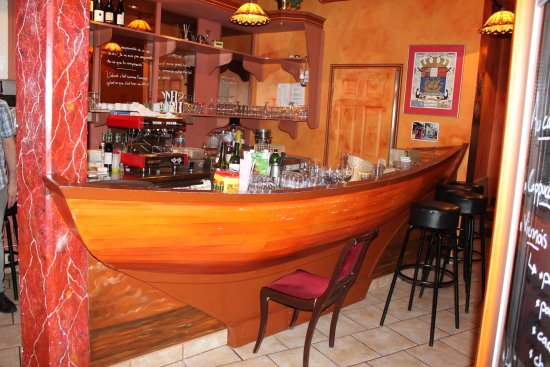 Saint-Pierre: The bar.