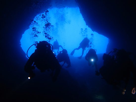 "Platanias, Yunanistan: A unique dive spot - ""the elephant cave"""