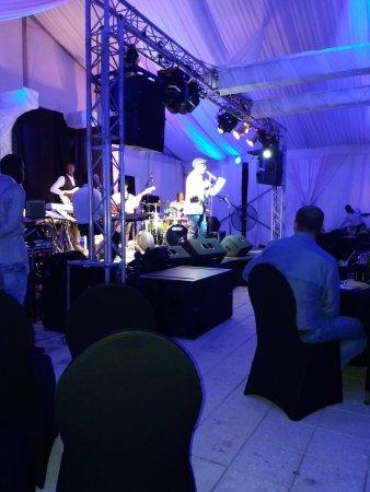 Concert Frank Mc Comb op podium