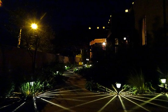 Casa Cuma Bed & Breakfast: The accent lights at night