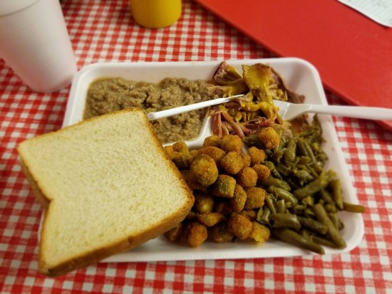 Buffalo, SC: Mixed plate of hash and BBQ