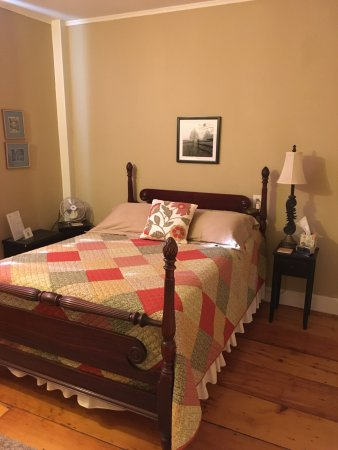 Kingston, Род Айленд: NEW ENGLAND Room- 2nd floor, full bed/available as an add on to Atlantic Room