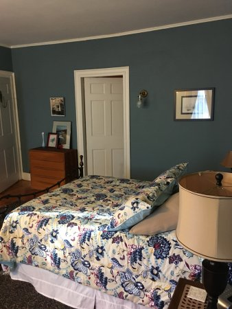 Kingston, RI : ATLANTIC Room- 2nd floor, queen bed