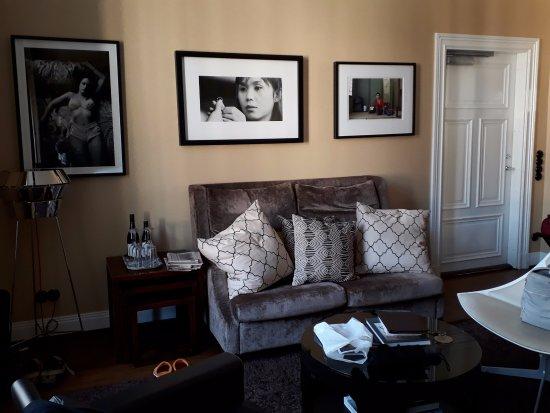 Lydmar Hotel: Zona de salón de habitación superior