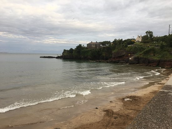 Dunmore East, Ιρλανδία: small beach and bar great for the family