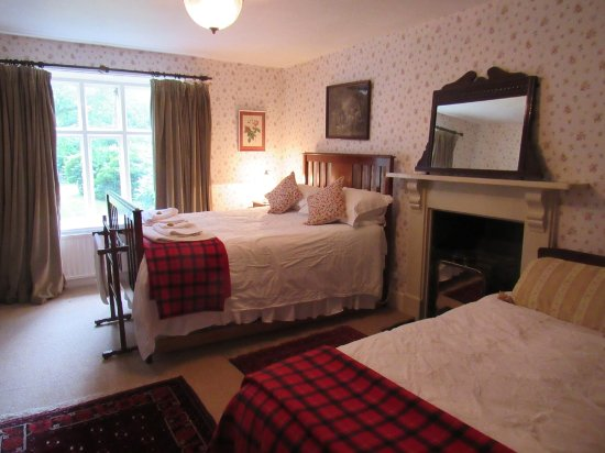 Ffrwdfal Country House: The Flower Room has a double bed and a single bed.  Ensuite shower room and garden view.