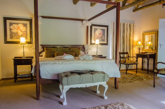Hawklee Country House: Honeymoon cottage called The mallard view of the 4 poster king bed on the 2nd level