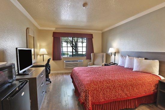 Fontana, Califórnia: King Bed