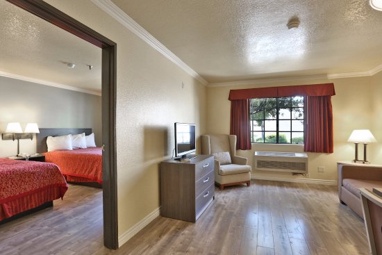 Fontana, Californië: Suite with Two Queen Beds