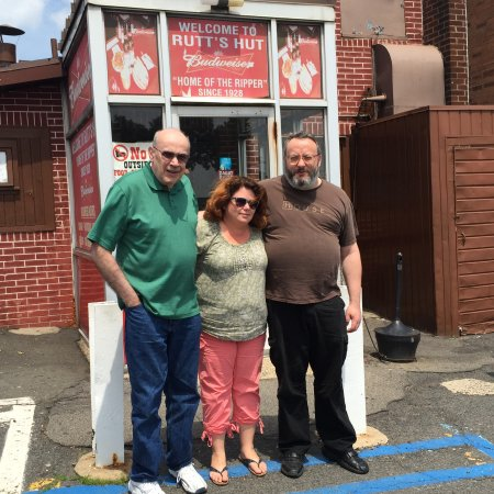 Clifton, NJ: My Cousins and Wife at RUTTS HUT