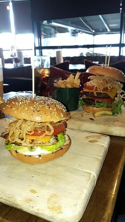 Hogs and Heifers: August deal 10 euro burgers