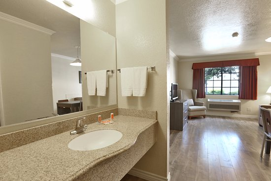 Fontana, Californien: Vanity in a Suite