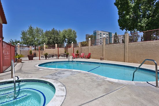 Fontana, Californien: Pool & Jacuzzi