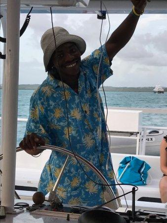 St. John's, Antigua: The helmsman come DJ