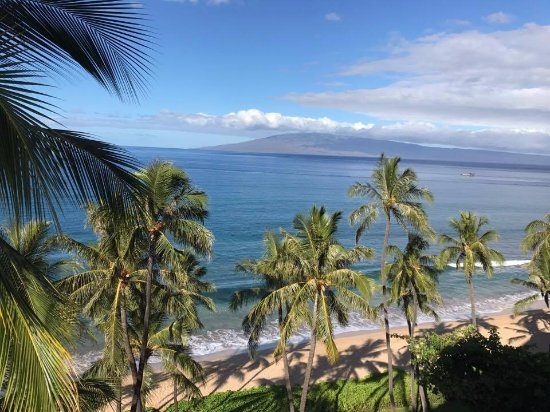 Hyatt Regency Maui Resort and Spa: Photo taken from our roon