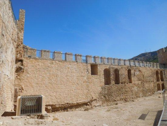 https://media-cdn.tripadvisor.com/media/photo-s/10/39/4b/44/kasteel-interieur.jpg