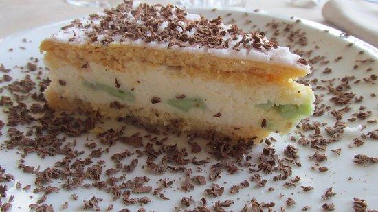Colfiorito, Italy: dolce con ricotta pistacchio e scaglie di cioccolato