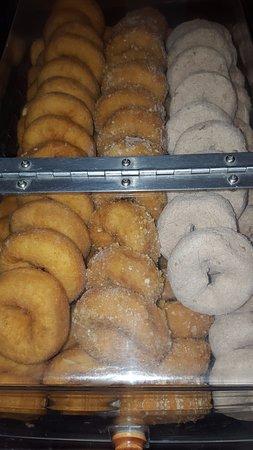 إيكونو لودج: Upgraded donut option in our everyday Continental Breakfast bar (5:15am-10am).