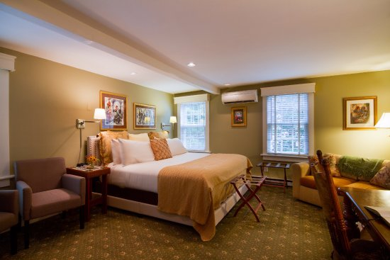 A Butler's Manor: Villefranche junior suite, maximum occupancy 3