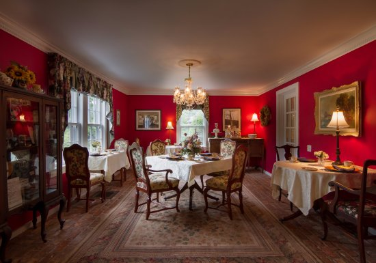 A Butler's Manor: Dining room