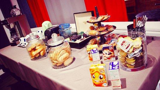 Change, Frankrike: Petit déjeuner continental buffet