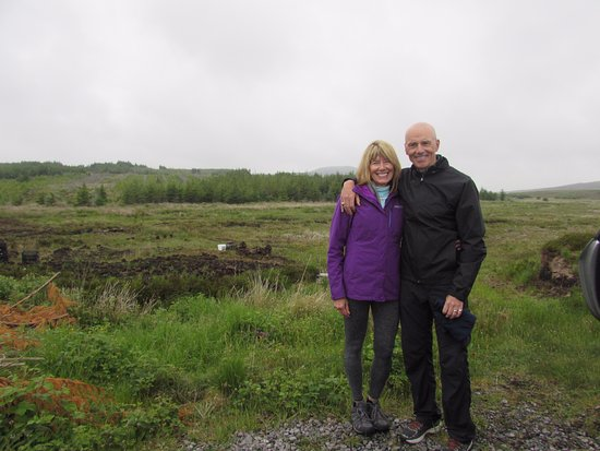 Belleek, UK: Kathy and Greg from Texas USA on a Turf Bog Tour