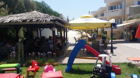 Agia Marina Beach: 20170810_133255_large.jpg