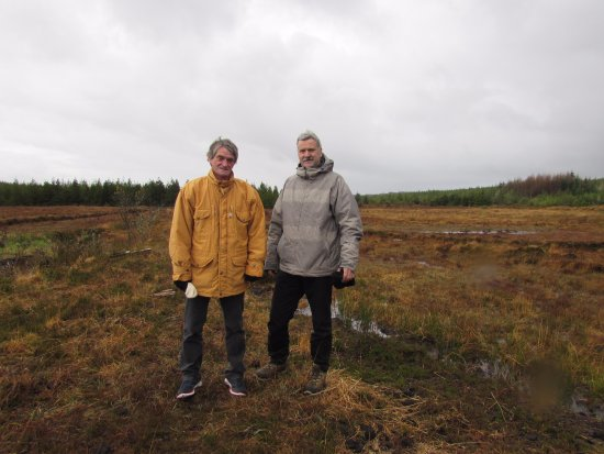 Belleek, UK: Two visitors from Normandy, France who took a Turf Bog Tour