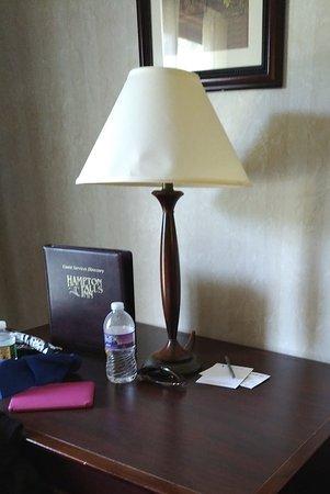 Hampton Falls Inn: Desk