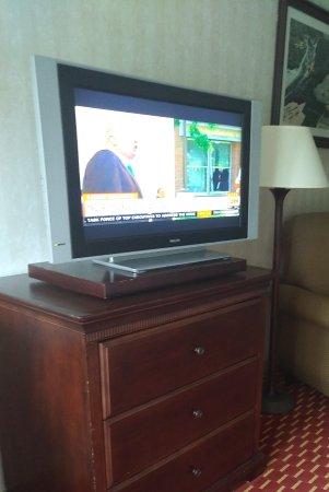 Hampton Falls, Nueva Hampshire: Television and dresser