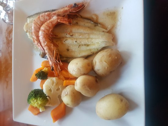 The Crab & Lobster Inn: Fillet of plaice with garlic prawns.