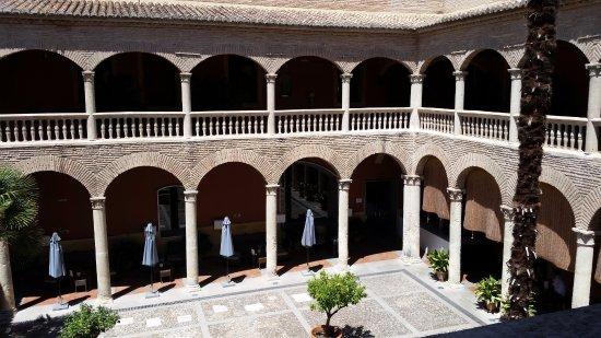 AC Palacio De Santa Paula, Autograph Collection: courtyard where dinner is served