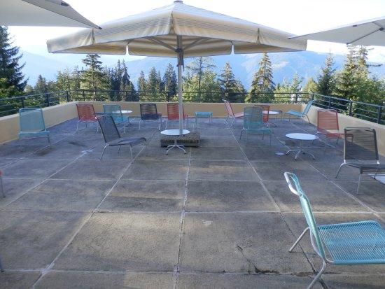 Crans-Montana Youth Hostel Bella Lui: Reception level sun deck