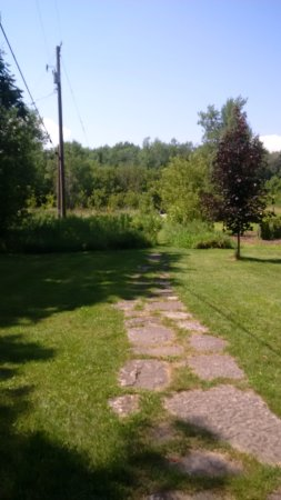 Milford, Canada: nice grounds