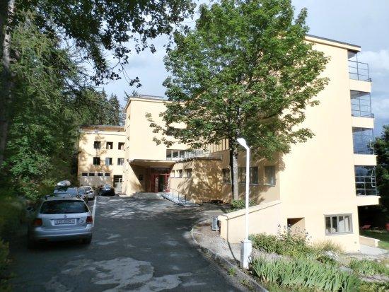 Jugendherberge Crans-Montana Bella lui: Exterior view and entrance