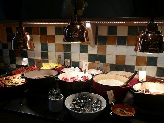 Clarion Collection Hotel Gabelshus: warm buffet bij ontbijt