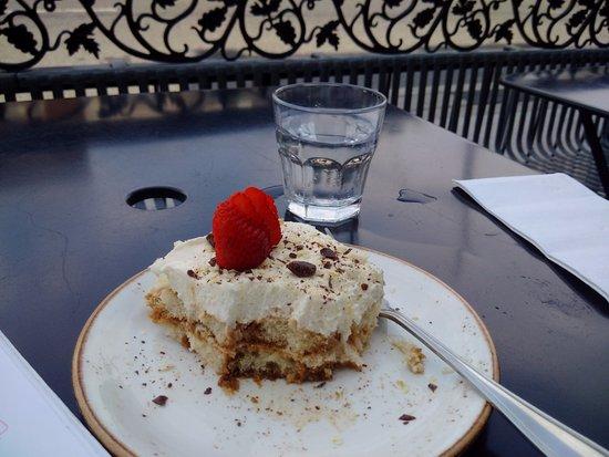 Ferro Bar & Cafe: Tiramisu with a sliced strawberry