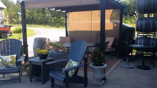 Milford, Kanada: Outside patio