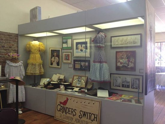 Centerville, TN: Minnie Pearl memorabilia located in the Grinders Switch Center.
