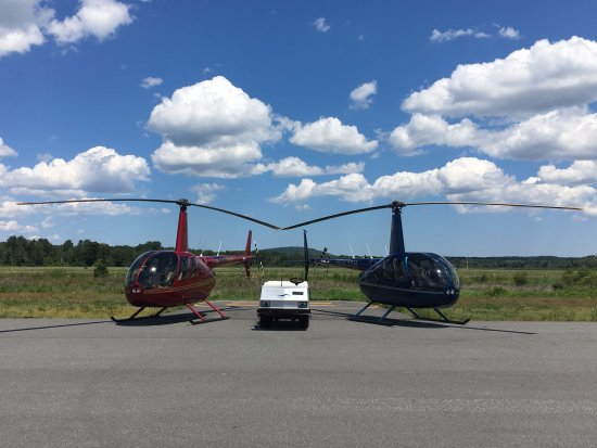 ‪Blue Hill Helicopters‬