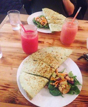 Ashker S Juice Bar And Cafe