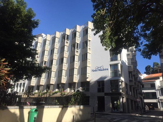 Hotel Madeira: View from the street and close to gardens