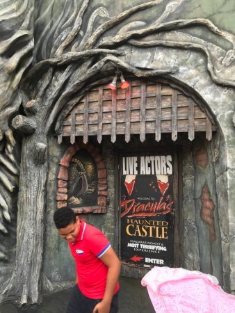 Dracula S Haunted Castle Niagara Falls 2019 All You Need To Know Before You Go With Photos