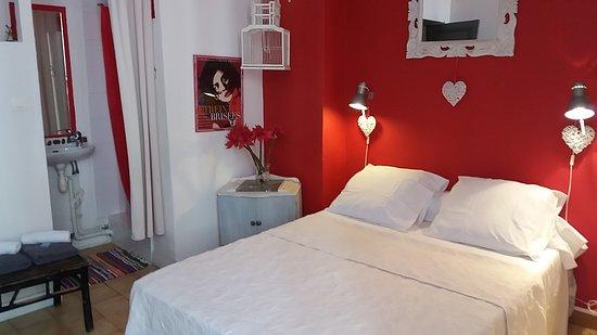 Chambre verte double côté cour - Photo de Au Doux Dodo, Gruissan ...