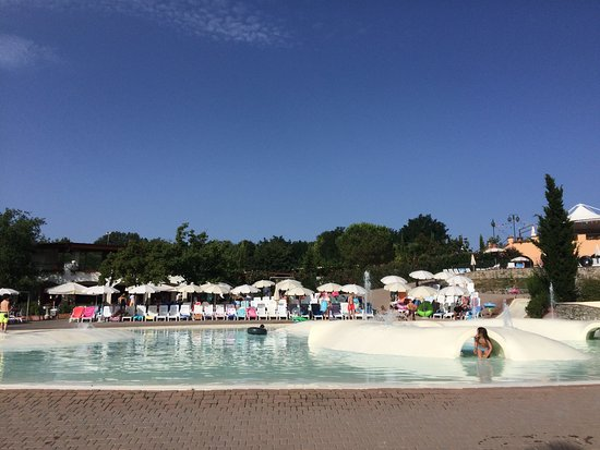 Norcenni Girasole Club : The lagoon pool. All the best sun loungers and sun-shades have gone 9.10am