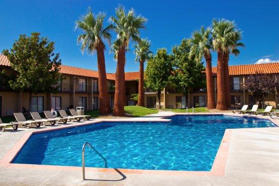 Crystal Inn Hotel & Suites St. George
