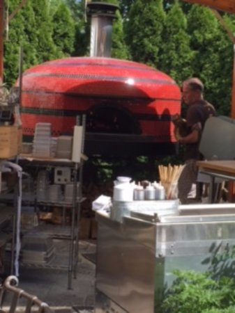 the brown Jug : Outdoor pizza oven