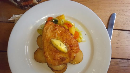 Chaldon Herring, UK : Beautifully cooked Chicken Escalope with garlic butter, mixed veg and sauteed potato