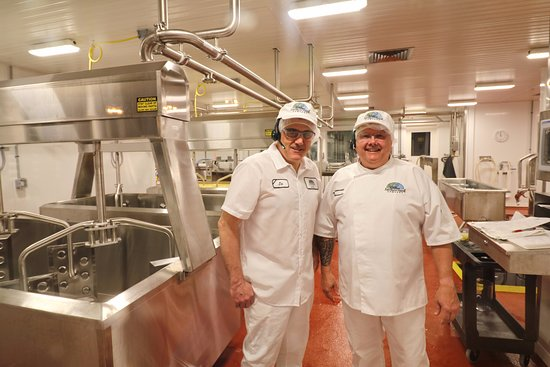 Egg Harbor, WI: watch cheesemakers from large window