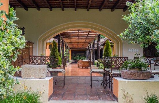 Casa Santa Rosa Hotel Boutique: Área para tomar el desayuno y disfrutar de la vista a los jardines.
